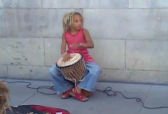 Enfant réalise une incroyable performance avec son Djembe