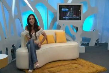 Présentatrice dévoile ses seins en direct à la télévision