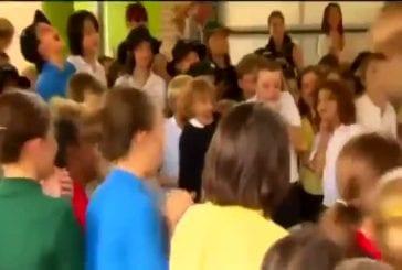 T-Rex mange les enfants de l'école