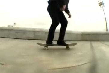 Skater sauvé par son sac à dos