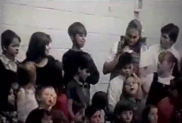 Enfant vomit pendant qu'il chante dans une chorale