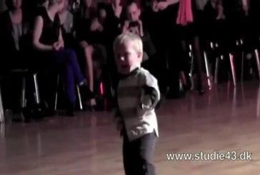 Enfant de 2 ans danse le Jive
