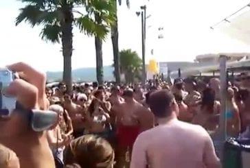 Une mamy défoncée à Ibiza