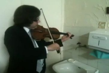 Jouer du violon avec un robinet