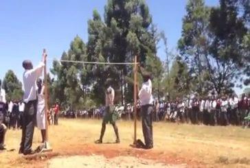 Compétition de saut en hauteur au Kenya