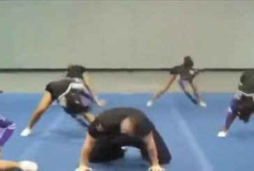 Grand gars cheerleader