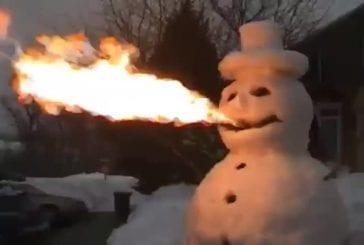 Bonhomme de neige souffle du feu