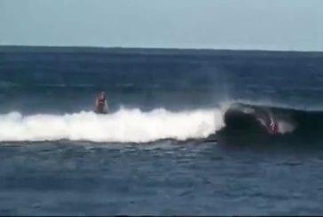Un surfeur à la traîne