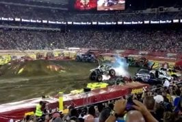 Monster Truck tente le double backflip