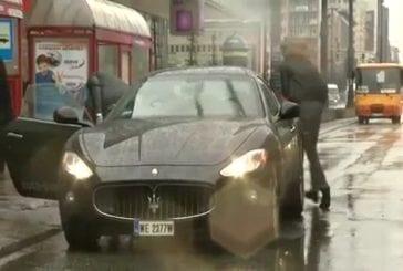 Accrochage d'une Maserati lors d'un reportage