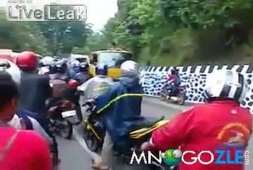 Comment cette moto s'est elle retrouvée là