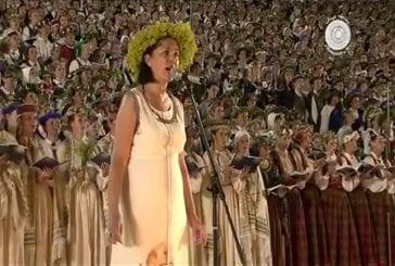 15000 personnes chantent ensemble durant un festival