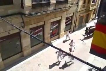 Coureur de taureau se crashe dans une fenêtre