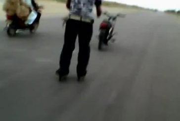 Faire du roller derrière une moto sans pilote