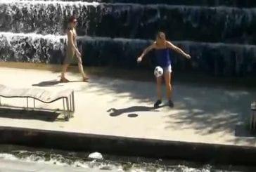 Les filles savent aussi faire du foot freestyle