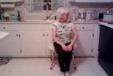Grand mère danse sur Usher