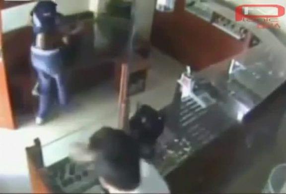 Un enfant vigile chasse un gangster armé
