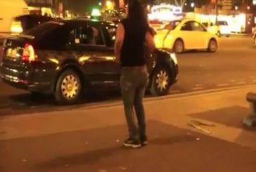 Fille ivre à poil dans Paris
