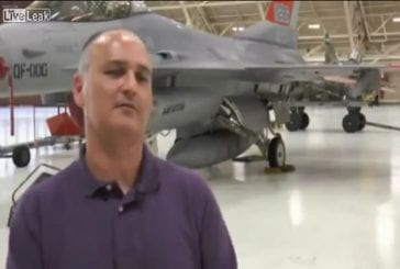 Avion F-16 volant sans pilote