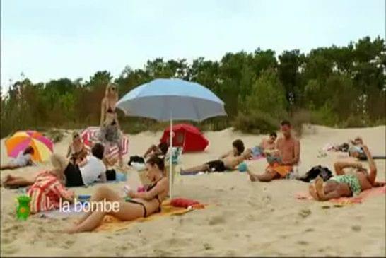 Belle blonde sexy sur une plage
