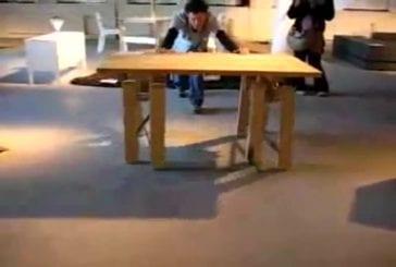 Table qui marche comme un homme