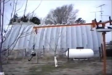 Carrousel sur une grue actionnée par un souffleur de feuilles