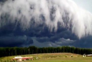 Incroyable tempête arrive sur la ville