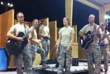 Militaire à la voix d'ange