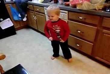 Enfants de 3 ans chante LMFAO