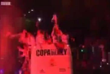Vrai trophée de Madrid écrasé par un bus