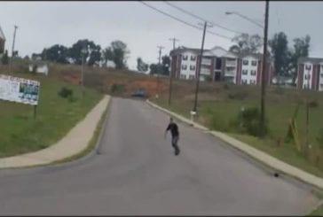 Papa fait un faceplant en skateboard