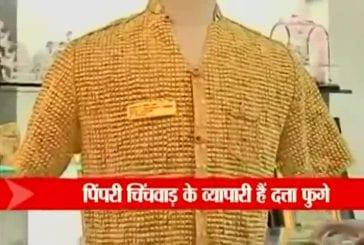 Homme indien porte une chemise en or
