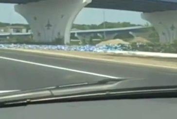 Camion de bière pèse sur autoroute