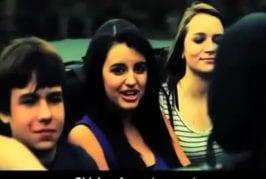 Friday par Rebecca Black interprété par un mauvaise lecture sur les lèvres