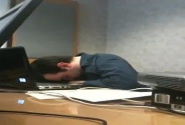 S'endormir au travail