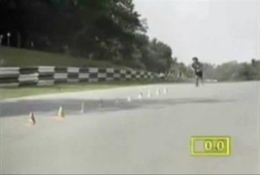 Record du monde de slalom en planche à roulettes