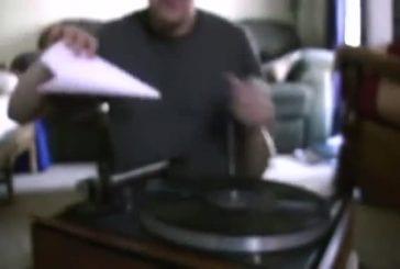 Jouer un morceau de musique avec la broche et du papier