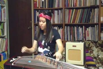 Fille reprend Sweet Child O Mine sur des instruments traditionnels