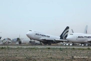 Vents extrêmes soulevant un jumbo jet vide boeing 747