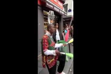 Impressionnant jongleur de rue