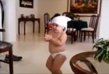 Bébé dansant sur Shakira