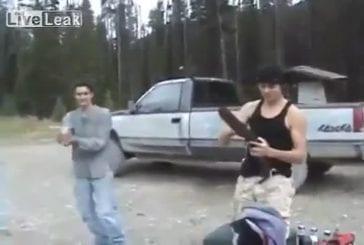 Canadiens tire sur une bière