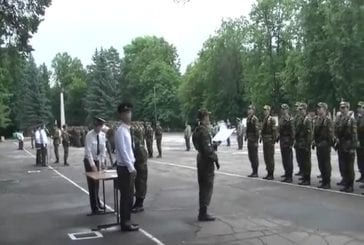 Arbre tombe et interrompt la cérémonie