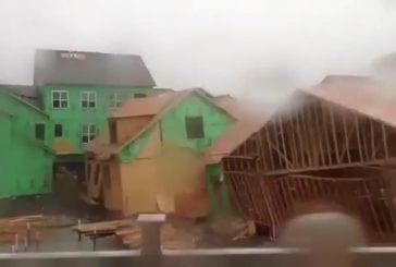 Condo s'effondre à cause des vents violents