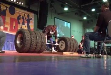Homme soulève 500 kg