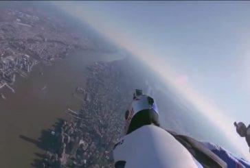 Vol en wingsuit au-dessus de new york city