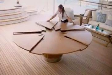 Une table ingénieuse pour bateau