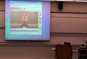 Prof de math fait une farce en vidéoconférence