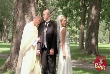 Un prêtre surpris avec un futur marié
