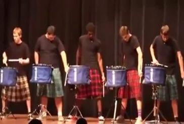 Impressionnant spectacle de tambours en ligne